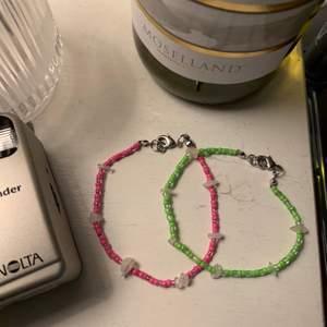 handgjorda armband, begränsat antal med rosenkvarts! finns i flera färger, vid intresse skicka DM för att bestämma strl osv🦋💫
