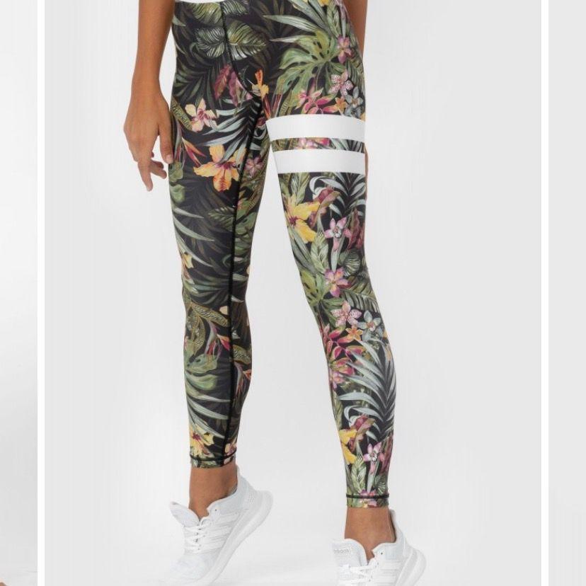 Jättesköna o snygga träningsbyxor från stronger. Bra skick men har blivit för små. Ny pris 799kr. Jeans & Byxor.
