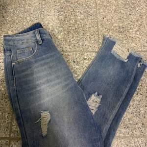 Ett par byxor från bohoo som jag har använt Max två gånger. Det är en 34 men skulle säga att den passar mer en 36. Köparen står för frakt