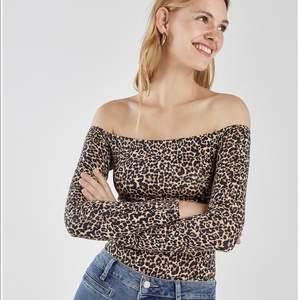 Leopard bodysuit från Bershka! Storlek S. Tight passform, stretchig. 💗 Köparen står för frakten!