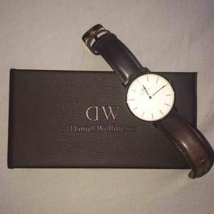 Fin och äkta Daniel Wellington klocka som knappt är använd. ❤️