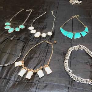 Hej säljer mina fina halsband för 40kr styck eller ett paketpris om någon vill ha fler än en!