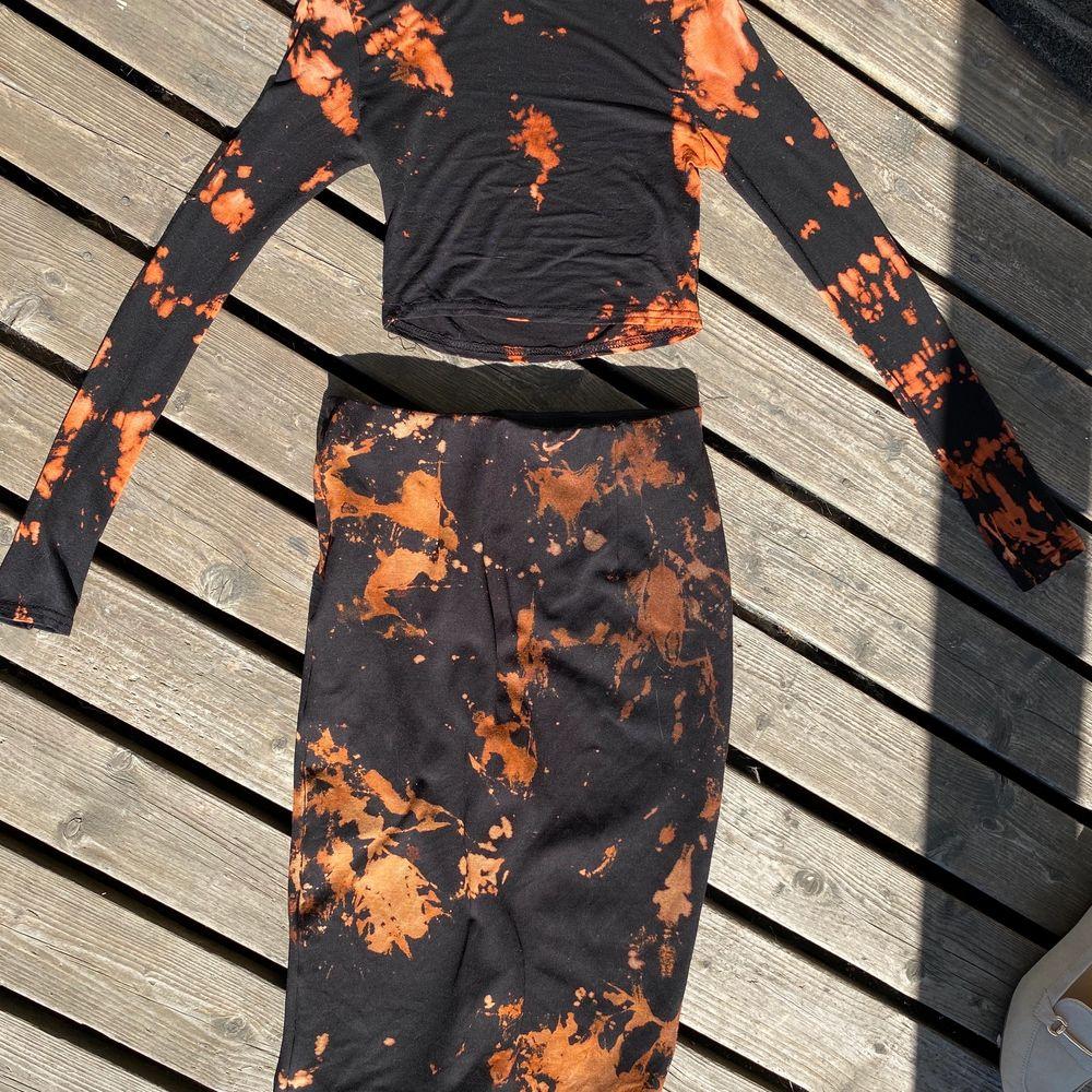 Ett tie dye set, kjol+topp. Storlek S. Klänningar.