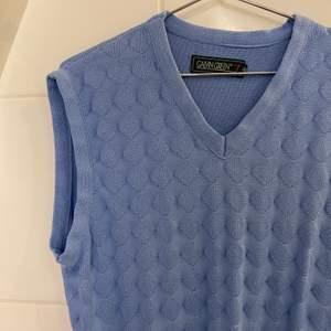 Ljusblå pullover/vest inköpt second hand. Bra skick. Storlek 38.