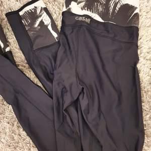 Tränings leggings från Casall i st 34 (xs). Knappt använda.