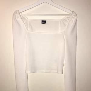 Vit långärmad tröja från Ginatricot i storlek XS💖