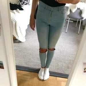 Jättefina håliga gina tricot jeans. I storlek M men passar även en S. Frakt tillkommer som köparen står för. Vid frågor så är det bara att höra av sig. Priset går att diskutera.