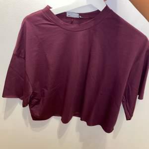 Oanvänd tröja, köpte precis denna tröja har inte använt den. Stl 32 orginalpris: 159kr