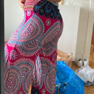 Skitcoola byxor jag köpte i Thailand för något år sen, var lite för korta för mig dock som har långa ben ❤️ 50kr + frakt