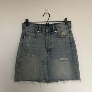 Jättesnygg jeanskjol från H&M. Nyskick. Fri frakt.