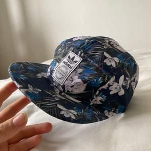 Drömmmigaste kepsen✨Tyvärr har den mest bott på hatthyllan, förtjänar en mer lojal ägare!