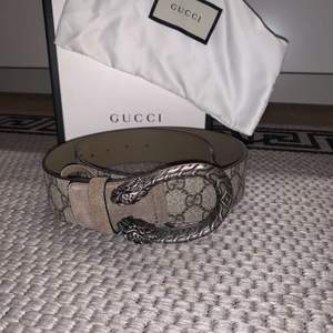 80cm! Äkta! kvittot finns inte men allt med följer på bild. Man kan ta den till Gucci om man vill kan följa med för äktenhets bevis! DEN ÄR SOM NY!!