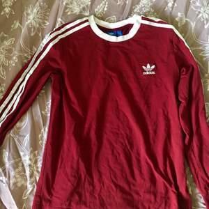 Fin tröja från adidas, strl M, skickar billigt eller spårbart.