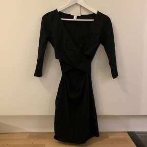 Snygg svart liten klänning från Nelly. Kan mötas upp eller skickas mot att köparen står för fraktkostnaden✨