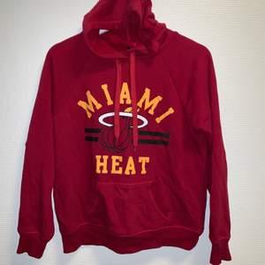 Miami Heat hoodie, mycket bra skick, storlek S