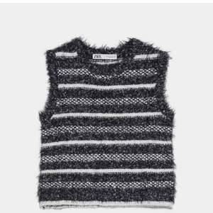 Säljer denna stickade topp från zara, snygg med T-shirt eller skjorta under!                                         tröjan är aldrig använd, som ny