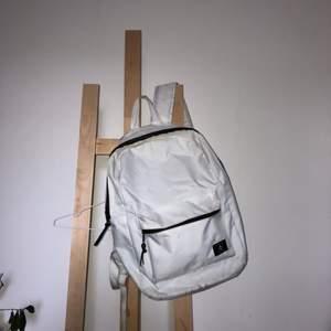 Väl använd ryggsäck köpt på newyorker. Säljs pga: Använder inte längre