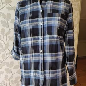 Blå rutig skjorta från HM, oanvänd, storlek 36. 150kr+frakt