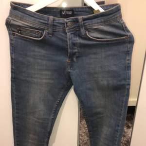 Äkta Armani Jeans. Helt ny o aldrig använd utomhus. Pris kan diskuteras