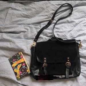 En fin svart väska från Urban outfitters köpt här på Plick. Säljer den då den inte riktigt var min stil!🥰