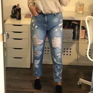 Slitna jeans, knappt använda. Storlek 38