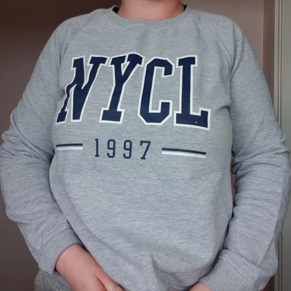 Grå sweatshirt från Gina Tricot 🤗. Tröjor & Koftor.