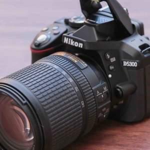 Nikon d5300 utan skråma. Ungefär ett år gammal. Pris kan diskuteras vid snabb affär.
