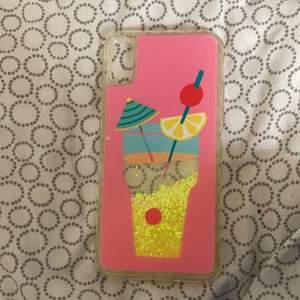 Säljer mitt iphone x mobilskal som jag inte använt mkt alls, eftersom att det inte var min stil och har bytt mobil.
