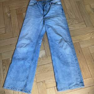 Monki jeans i modellen Yoko. Super fina!!! Pris 150 kr + frakt. Storlek 29! OBS SÄLJER ÅT EN KOMPIS