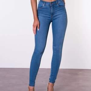 Aldrig använda dr denim jeans pga för små för mig. Storlek XS.