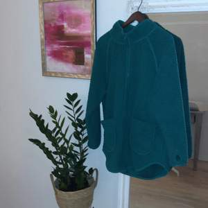 Grön fin fleece tröja / fluffy jacket i storlek S.
