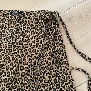 Leo kjol i stl L (liten i stl dock)