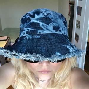 Helt oanvänd blå batikbuckethat! 💞💞