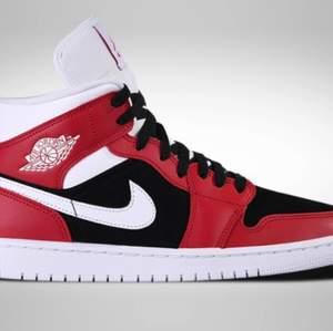 Säljer mina Jordans 1 retro gym red mids då de inte kommer till användning längre, kvitto och sådant finns tyvärr inte kvar men de kommer från footlocker. Hör av er för fler bilder. Köpta för 1500kr