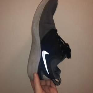 Nike skor storlek 39 passar mej me 38. Pris kan diskuteras vid snabb affär! Annars buda med 10+ varje gång
