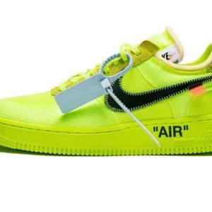 Har massor av rare skor. Hör av er till mig om ni söker något så kommer vi överens om pris via Pm.  Har allt från Off white till Jordan 1. Alla skor är UA