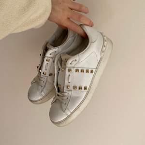 Valentino Open sneaker i storlek 37! Välanvända!! Skriv för fler bilder