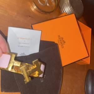Ljusrosa större model av Hermes armband, Ask o dustbag ingår.