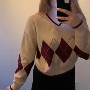 Säljer nu denna fina tröjan från SHEIN som jag köpte för några månader sen men aldrig använt. Nypris är 230kr och säljes för 200kr