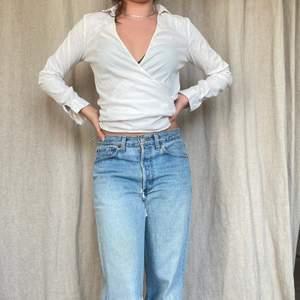 Skjorta med unik modell! Möts på söder annars står köparen för frakt på 45kr ❤️PS: byxorna finns att köpa på kontot WINTER här på Plick!