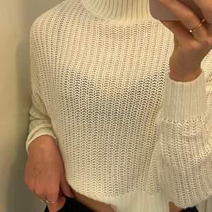 Mysig och fin tröja/kofta från H&M, strl xs. Endast använd fåtal gånger!
