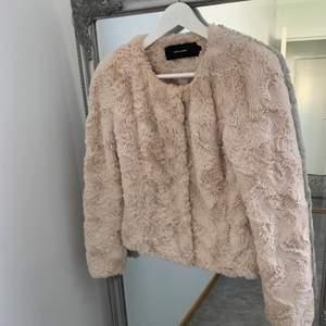 Säljer min pälsjacka från Vero Moda i stl S💗