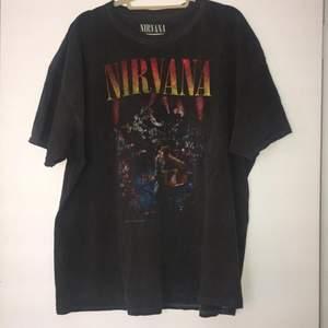 Säljer min nirvana tshirt. Den är väldigt oversized och i bra skick. Kom priv för frågor :)