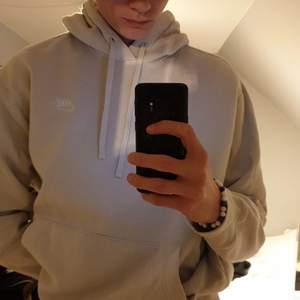 Snygg Nike hoodie i bra skick. Använd typ 4 gånger mycket fib och bra pris för en Nike hoodie