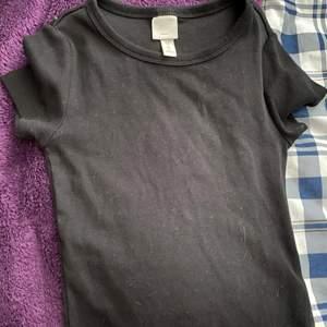 Vanlig svart tröja som är bra att ha❤️