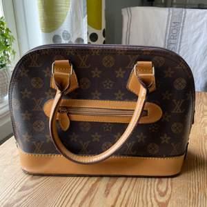 Super fin fake Louis Vuitton som jag köpt på Plick. Använd 1 gång men passar mig ej längre.