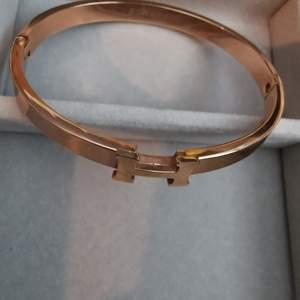Hermes armband i guldmetall kopia