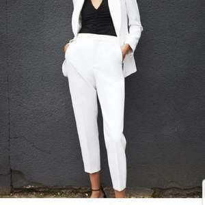 Vita kostymbyxor från Zara i storlek S. Jättefina men kommer aldrig till användning tyvärr!
