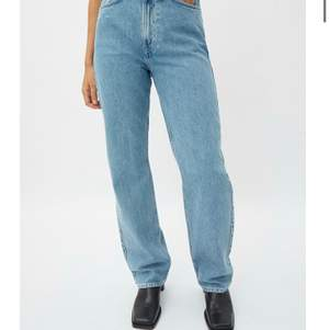 Säljer mina weekday jeans i storlek 34/36. Jag har oftast storlek 32/34 och dom hör sitter jätte bra på mig. Använt Max 1 gång och känner jag att jag inte får mycket användning av dom och därför säljer jag dom. Ny pris 500kr så säljer för 400kr. Om flera är intresseserade blir det budgivning❤️