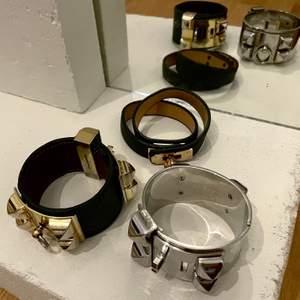 Paket med 3st armband (ej original). Guld- och silver-imitation, samt svart skinnimitation. Använt skick. Onesize.